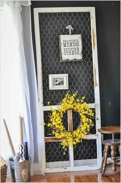 diy ideas chicken wire crafts -Chicken Wire And Screen Door Display - Rustic Farmhouse Decor Tutorials With Chickenwire and Easy Vintage Shabby Chic Home Decor for Kitchen, Living Room and Bathroom - Creative Country Crafts Vintage Screen Doors, Old Screen Doors, Wooden Screen Door, Diy Screen Door, Screen Door Pantry, Pantry Doors, Rustic Decor, Farmhouse Decor, Farmhouse Furniture