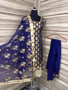 Indian Suits, Indian Dresses, Indian Wear, Punjabi Wedding Suit, Pakistani Wedding Outfits, Designer Punjabi Suits, Indian Designer Wear, Kurta Style, Indian Bridal Fashion