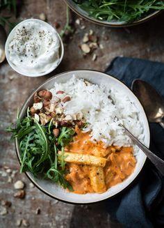 halloumi stroganoff vego vegetarisk recept halloumi stroganoff vego vegetarian recipe Meals for healthy everyday Vegetarian Recipes Dinner, Raw Food Recipes, Veggie Recipes, Cooking Recipes, Chicken Recipes, Dinner Recipes, Halloumi, Healthy Snacks, Healthy Eating