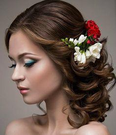 Я в восторге от работ @diana_zelenskaya131 . Мастер своего дела: стилист,визажист и парикмахер) в 2015 году мы очень часто сотрудничали, я создавала #украшениедляневесты ,а Диана создавала #образневесты  #визажист #стилист #парикмахер #украшениевприческу #украшениевволосы #гребеньдляволос #цветы