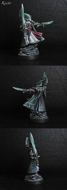 Eldar Farseer - looks like Biel Tan, and has great cloak details