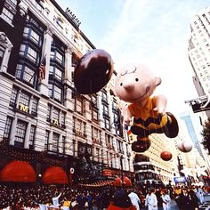 Charlie Brown had a ball at the 2002 Macy's Thanksgiving Day Parade