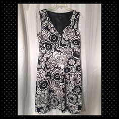 Beautiful black and white dress Black and white dress. Zips on the side. Excellent condition. Spense Dresses Midi