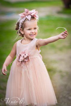 Φόρεμα βάπτισης Vinte Li 2903 μαζί με κορδέλα για τα μαλλιά, annassecret Girls Dresses, Flower Girl Dresses, Wedding Dresses, Fashion, Dresses Of Girls, Bride Dresses, Moda, Bridal Gowns, Alon Livne Wedding Dresses