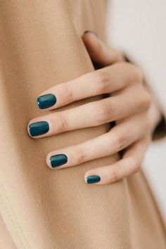 The Best Dark Blue Nail Polish of the Moment Der beste dunkelblaue Nagellack des Augenblicks Dark Blue Nails, Bright Nails, Cute Nails, Pretty Nails, Classy Nails, Hair And Nails, My Nails, Nails Gelish, Nail Polish Colors