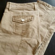 White House Black Market Blanc Jeans size 4 In excellent condition. Blanc cut, size 4 regular, slim leg. Beautiful embellishments and a nice khaki color that matches everything. Any questions please ask! White House Black Market Jeans Straight Leg