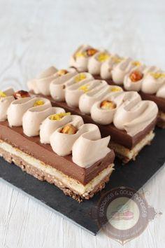 C'est en voyant la recette de Julien (Rêve de pâtissier) que je me suis lancée dans ce dessert. Un dessert hyper gourmand composé d'un croustillant praliné, d'une dacquoise noisette, d'un crémeux chocolat noir et thé noir à la bergamote et d'une ganache montée au gianduja. J'ai découvert l'association chocolat noir et thé à la bergamote …