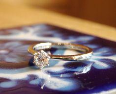 ダイヤモンドを優しくつつむ、百合の花をイメージしたエンゲージリング。 [ダイヤモンド エンゲージリング 婚約指輪 engagement ring diamond Pt900 wedding bridal ith イズ マリッジ ]