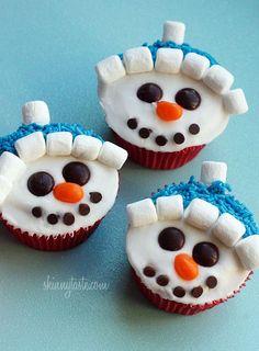 How To Make Vanilla Snowman Cupcakes with Vanilla Icing