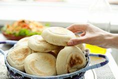 Zachte witte panbroodjes | Kookmutsjes Bread Recipes, Baking Recipes, Kitchen Queen, Scones, Good Food, Keto, Lunch, Snacks, Vegetables