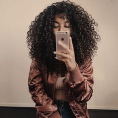 Seriously can't wait to meet my London curlies !!It's going to be so much fun, you are really missing out if you don't hurry up and buy your tickets ! ☝️ LONDON, I don't want to hear 'I wish you guys could come to the U.K.'  BECAUSE we ARE going to party together September 17th ! Link in bio