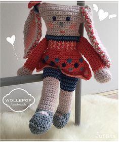 Knuffel Wollepop handmade by Juf Sas met gratis patroon Chrochet, Amigurumi Doll, Children, Kids, Free Pattern, Diy And Crafts, Winter Hats, Crochet Hats, Dolls