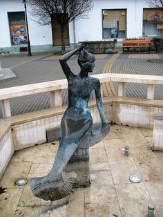 Sellő szökőkút szobor (Nagykőrös) http://www.turabazis.hu/latnivalok_ismerteto_5302 #latnivalo #nagykoros #turabazis #hungary #magyarorszag #travel #tura #turista #kirandulas