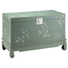 I pinned this Balfour Trunk from the Stein World event at Joss and Main!-  Wow, that's a beautiful trunk.  the hand painted details, the soft green color, the slight curve of the feet.  Sweet steal for the asking price !