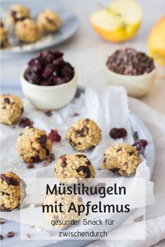 Muesli balls with applesauce - healthy snack- Müslikugeln mit Apfelmus – gesunder Snack Muesli balls – healthy and delicious snack for children. Quick idea for the Lunchbox / Lunchbox. Yummy Snacks, Healthy Snacks, Healthy Recipes, Healthy Meals To Cook, Healthy Cooking, Muesli, Home Meals, Nutrition, Cooking Time