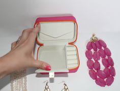 Lori Leigh Designs Mini Traveler Review www.alittleglitter.com