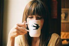 Café para acordar, para digestão, para o que? Benefícios e perigos do cafézinho Acordar cedo? EU NÃO ESTOU DISPOSTA! (rsrsrsrs). Vamos combinar!? Quando o despertador GRIIIIITA no seu ouvido bem cedinho, dá aquela vontade de virar do outro l...