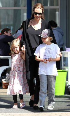 Angelina Jolie took her daughters -- Shiloh, 7 and Vivienne, 5 -- to visit the Entertainment Quarter.