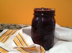 Making a delicious jam is easier than you think! Here are three of our favorite recipes. Outrageously Delicious Jam: option If you have a bag of frozen berries then you've got homemade jam! Jam Recipes, Canning Recipes, Whole Food Recipes, Recipies, Herb Recipes, Drink Recipes, Herbal Tinctures, Herbalism, Easy Jam Recipe