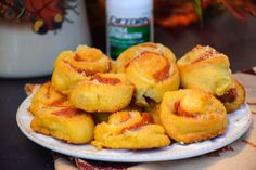 Cheesy Garlic Pepperoni Bites are little appetizer bites flavored with garlic butter and packed full of mozzarella cheese and pepperoni!