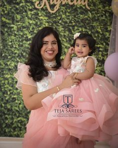 Mom Daughter Matching Outfits, Mommy Daughter Dresses, Mom And Baby Dresses, Mother Daughter Fashion, Dresses Kids Girl, Baby Dress Design, Baby Girl Dress Patterns, Kids Blouse Designs, Baby Frocks Designs