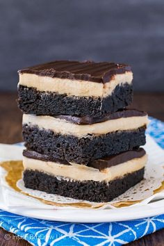 A creamy coffee frosting and a layer of chocolate makes these decadent homemade Coffee Cream Brownies a great dessert. Perfect pick-me-up after a long day of school or work! Brownie Recipes, Cookie Recipes, Dessert Recipes, Dessert Ideas, Cookie Desserts, Cake Ideas, Cookie Brownie Bars, Brownie Cake, Chocolate Coffee