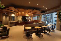 インターネットでエンタテイメント・サービスを展開するNHN PlayArtが10月23日、初のカフェ「Caffice(カフィス)」を新宿に出店した。主な来店客をビジネスマンやOLと想定し、オフィスとしての活用も見込む。 Floor Design, House Design, Work Cafe, Office Lounge, Café Bar, Lunch Room, Industrial Office, Cafe Interior, Cafe Restaurant