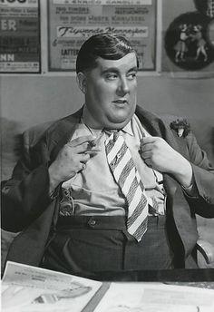som teaterdirektør Perm, i Mordet melodi fra 1944.