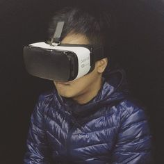An awesome Virtual Reality pic! The future is here... #samsung #technology #gearvr #oculos #virtualreality #igershk #hongkong #igers #igersmadrid #igerspinoy #pinoy #wanderlust #me #love #asia #gadget #mashable #gear #future #uniqlo #instacool #followme #travel by princeofdumplings check us out: http://bit.ly/1KyLetq