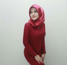 screenshot gallery of hottest popular celebrities Girl Hijab, Hijab Outfit, Muslim Fashion, Hijab Fashion, Kebaya Hijab, Hijab Tutorial, Beautiful Hijab, Kpop Girls, Lady In Red
