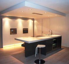 Plafond met afzuiger zo maken als de buis niet in de plafondplaat kan....anders dunner. Alleen boven keukenblok, of zo doortrekken naar kastenwand???