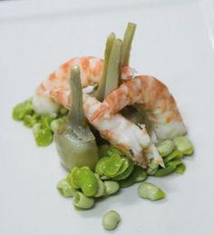 Ensalada de alcachofas y langostinos con vinagreta de nueces