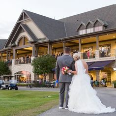 The weather is going to be gorgeous the next few days! Book a tee time with your fiancé and envision your perfect wedding on the links Venue: @bolingbrookgolfclub Photography: @autumnandmelinda
