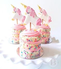 I love the unicorn trend that happening right now! The unicorn desserts are so bright and colorful and are simply magical! I think this post is a great idea because of the many recipes like unicorn cake pops, unicorn donuts, unicorn cookies and magical un Bolo Confetti, Mini Cakes, Cupcake Cakes, Mini Birthday Cakes, Sweets Cake, Unicorn Birthday Cakes, Birthday Brownies, Cookie Cakes, Shoe Cakes