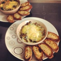 Baked egg and creamy Spring Leaves for a little bit of luxury at the breakfast table (even though it's really pretty cheap! Vegetarian Cheese, Vegan Vegetarian, Baked Eggs, Evening Meals, Spring Green, Tray Bakes, Spice Things Up, Food Inspiration, Meal Planning