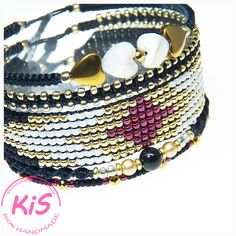 Zestaw 5 bransoletek - bransoletki makramowe i tkane Kolorystyka: czarny, złoty, perłowy, malinowy  Idealnie pasuje na nadgarstek o obwodzie od 16 do 17,5 cm  Elegancki zestaw bransoletek na każdą okazję Zestaw pakowany w pudełko #handmade #jewelery #beadsbracelet Swarovski, Beaded Bracelets, Beads, Handmade, Jewelry, Fashion, Beading, Moda, Hand Made