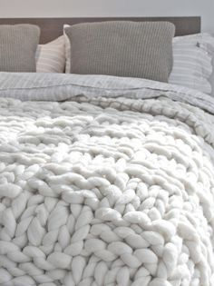 Omg, I am in love with this blanket.  Basket stitch blanket Taupe-Double | Knittingnoodles