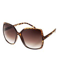 n& man har kort tid igjen er disse kanskje bra nok? Coach Sunglasses, Summer Sunglasses, Glasses Trends, Casual Day Dresses, Fashion Essentials, Fashion Games, Fashion Company, Latest Fashion For Women, Fashion Accessories