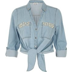 River Island Blue denim pearl pocket tie front shirt (1.150 UYU) ❤ liked on Polyvore featuring tops, shirts, denim, blue, crop tops, sale, vacation shop, women, denim tie front shirt and denim crop tops