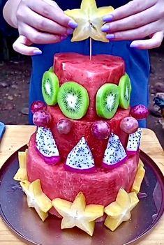 Easy Food Art, Creative Food Art, Diy Food, Amazing Food Decoration, Fancy Food Presentation, Edible Fruit Arrangements, Fruit Creations, Food Carving, Food Garnishes