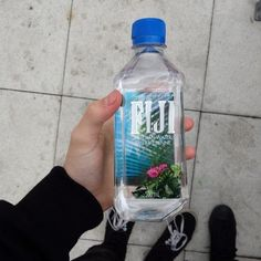 Hipster, Fiji Water Bottle, Ber, Black Grunge, Drinks, Vans, Photos, Image, Ideas