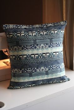 Lazy Crafternoons.......: Week #21.5 - Curious Cushion (made with David Butler's Curious Nature fabric).