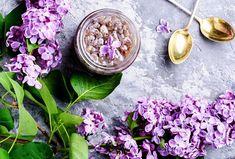 Sirup vhodný do čaje, na ochucení dezertů, cukrovinek, ovšem skvělý je i jen tak, s vodou jako šťáva!  #recept #serik #rostlina #sirup #recipe #syrup #lilac Beauty, Syrup, Beauty Illustration