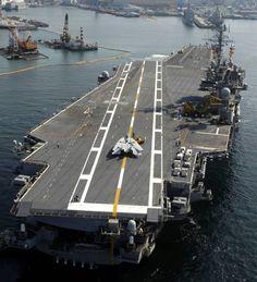 cva uss kitty hawk aircraft carrier us navy air group wing yokosuka fleact japan Us Navy Aircraft, Navy Aircraft Carrier, Uss Enterprise Cvn 65, Navy Carriers, Capital Ship, Go Navy, Us Navy Ships, Naval History, Navy Marine