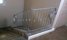 RINGHIERA FERRO BATTUTO . Realizzazioni Personalizzate . 033 House Stairs, Stair Railing, Cribs, New Homes, Bathtub, Bathroom, Ebay, Furniture, Home Decor