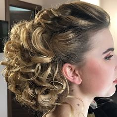bride with elegant hair style and nice makeup Elegant Hairstyles, Braided Hairstyles, Wedding Hairstyles, Start A Diet, Wedding Dresses Uk, Alternative Bride, On Your Wedding Day, Nice Makeup, Best Makeup Products