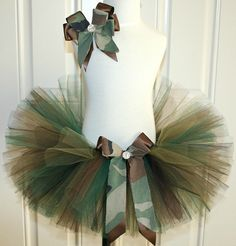 Camo tutu with black crop= army costume Diy Tutu, Tulle Tutu, Tulle Dress, Tutu Dresses, Camo Tutu, Tutu Ballet, Tulle Crafts, Costume Carnaval, How To Make Tutu