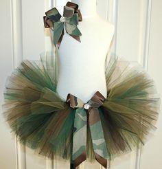Camo tutu with black crop= army costume Diy Tutu, Tulle Tutu, Tutu Costumes, Halloween Costumes, Camo Tutu, Tutu Ballet, Tulle Crafts, Costume Carnaval, How To Make Tutu
