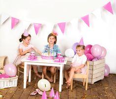 dekoracje urodzinowe, dekoracje na różowo, party dekoracje, girlandy, pompony, partybudziki.pl