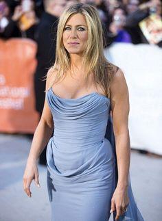 Jeniffer Aniston, Jennifer Aniston Pictures, Jennifer Aniston Style, Beautiful Celebrities, Beautiful Actresses, Gorgeous Women, Famous Women, Strapless Dress Formal, Entertainment